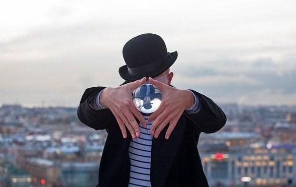 Контактное жонглирование.