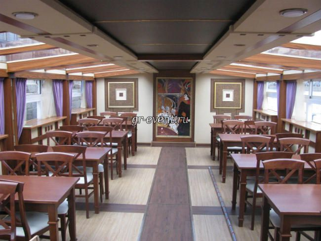 Столы на корабле Фонтанка.