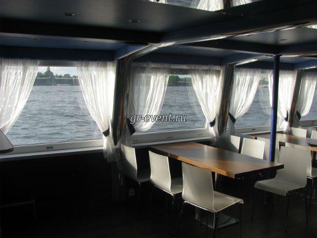 Окно нижней палубы корабля Москва.