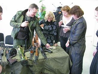 Комплет макетов оружия как подарок на